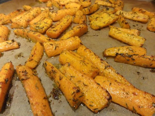 Zanahoria Frita – La zanahoria es la hortaliza perteneciente a la familia de las apiáceas de mayor consumo por sus numerosas propiedades y beneficios, así como por todos los nutrientes y vitaminas que contienen las.